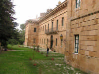 LA PALAZZINA DI CACCIA FATTA COSTRUIRE DA RE FERDINANDO DI BORBONE, RIFUGIATOSI IN SICILIA IN SEGUITO ALLA RIVOLUZIONE DI NAPOLI DEL 1799  I MIEI SITI INTRNET:  http://www.facebook.com/profile.php?id=1436166951&src=fftb  http://www.facebook.com/profile.php?id=1436166951&src=fftb#/group.php?gid=42074092367&ref=share  http://www.foto-sicilia.it/fotografo.cfm?IDFotografo=1659  http://www.fotografieitalia.it/fotografo.cfm?ID=1356   - Ficuzza (3636 clic)