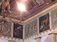SALONE DELLA PALAZZINA DI CACCIA FATTA COSTRUIRE DA RE FERDINANDO DI BORBONE, RIFUGIATOSI IN SICILIA IN SEGUITO ALLA RIVOLUZIONE DI NAPOLI DEL 1799 - EVIDENTI GLI AFFRESCHI CON SCENE DI CACCIA   I MIEI SITI INTRNET:  http://www.facebook.com/profile.php?id=1436166951&src=fftb  http://www.facebook.com/profile.php?id=1436166951&src=fftb#/group.php?gid=42074092367&ref=share  http://www.foto-sicilia.it/fotografo.cfm?IDFotografo=1659  http://www.fotografieitalia.it/fotografo.cfm?ID=1356 </ti  - Ficuzza (7191 clic)