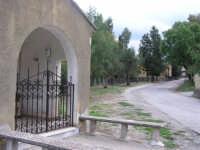 CAPPELLA VOTIVA E STRADINA VERSO LA ROCCA DI BUSAMBRA - SULLO SFONDO LE VECCHIE SCUOLE IN DISUSO   I MIEI SITI INTRNET:  http://www.facebook.com/profile.php?id=1436166951&src=fftb  http://www.facebook.com/profile.php?id=1436166951&src=fftb#/group.php?gid=42074092367&ref=share  http://www.foto-sicilia.it/fotografo.cfm?IDFotografo=1659  http://www.fotografieitalia.it/fotografo.cfm?ID=1356   - Ficuzza (5954 clic)