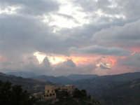 Arriva l'ora del tramonto e cala mestamente una coltre di nostalgia sui miei ricordi di infanzia a Marineo.   - Marineo (4856 clic)