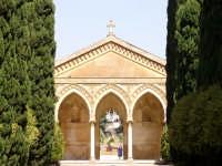 Il cimitero ha una forma planimetrica a croce bizantina e si sviluppava su due livelli, di cui uno s