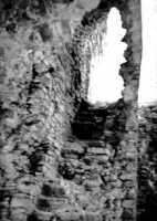 Castello Ventimiglia sul m. Bonifato: scala interna alla struttura muraria che accede al piano superiore del mastio (1966).  - Alcamo (2844 clic)