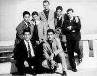Incontro a San Franciscu Alcamo 1962: La domenica era di rito la passeggiata in piazza Bagolino e l'immancabile foto con gli amici.  - Alcamo (6571 clic)