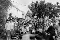 Ferragosto 1966 ai Du' bagghi (Bosco Falconeria): foto di rito dopo la messa.   - Alcamo (5290 clic)