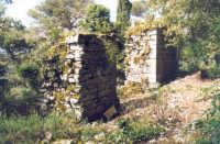 Monte Bonifato: Resti delle mura dell'antica città di Longuro, precisamente la cosiddetta Porta della regina.    - Alcamo (5775 clic)
