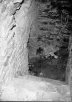 Castello Ventimiglia sul m. Bonifato: Accesso alle prigioni nella torre di S-O(1967)  - Alcamo (2938 clic)