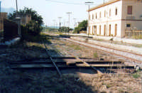 Stazione vecchia: lo snodo meccanico per introdurre i carri ferroviari all'interno del Baglio Florio.   - Alcamo (6696 clic)