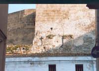 Tratto delle mura medievali vicino la porta antica di Trapani (via Comm. Navarra).  - Alcamo (3591 clic)