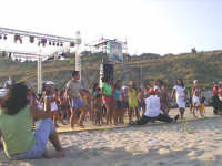 Questa foto è stata fatta nel 27 agosto del 2006 nella spiaggia di Porto Palo di Menfi.Una delle tante atrattive che troverete durante l'estate Menfitana..  - Menfi (4331 clic)