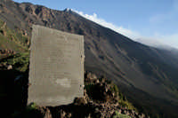 Lapide Malerba  Schiena dell'asino, sulla valle del bove  - Zafferana etnea (5448 clic)