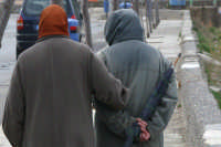 Una coppia di anziani infreddoliti...  - Sferracavallo (7129 clic)