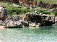 Uno dei tanti scorci naturalistici della riserva...il mare è cristallino...  - Riserva dello zingaro (13589 clic)