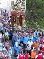 Festa di Maria SS. dei Miracoli e del SS. Crocifisso, protettori di Caltabellotta: Il viale Impero durante la processione  - Caltabellotta (1279 clic)