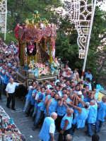 Festa di Maria SS. dei Miracoli e del SS. Crocifisso, protettori di Caltabellotta: Il viale Impero durante la processione  - Caltabellotta (1746 clic)
