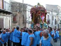 Festa di Maria SS. dei Miracoli e del SS. Crocifisso, protettori di Caltabellotta: il simulacro inizia l'ascesa verso il piazzale Lauria  - Caltabellotta (5059 clic)