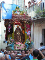 Festa di Maria SS. dei Miracoli e del SS. Crocifisso, protettori di Caltabellotta: il simulacro in via Madrice  - Caltabellotta (1501 clic)