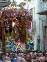 Festa di Maria SS. dei Miracoli e del SS. Crocifisso, protettori di Caltabellotta: il simulacro della Madonna in via Madrice  - Caltabellotta (2172 clic)