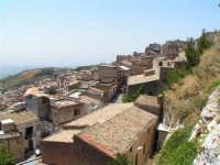 Vista dalla scalinata sotto la rupe Gogala a Caltabellotta  - Caltabellotta (1261 clic)