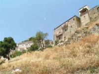Vista dalla scalinata sotto la rupe Gogala a Caltabellotta  - Caltabellotta (1389 clic)