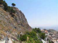 Vista dalla scalinata sotto la rupe Gogala a Caltabellotta  - Caltabellotta (1332 clic)