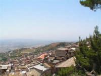 Vista dalla scalinata sotto la rupe Gogala a Caltabellotta  - Caltabellotta (1212 clic)