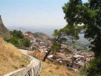 Vista dalla scalinata sotto la rupe Gogala a Caltabellotta  - Caltabellotta (1289 clic)