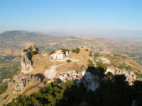 La Cattedrale e il piazzale lauria a Caltabellotta visti dal Pizzo  - Caltabellotta (1987 clic)