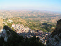 Scorcio dell'abitato di Caltabellotta dal Pizzo  - Caltabellotta (1650 clic)