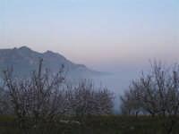 L'arrivo di una velata di foschia durante un tramonto primaverile  - Caltabellotta (1390 clic)