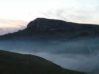 L'arrivo di una velata di foschia durante un tramonto primaverile  - Caltabellotta (1353 clic)