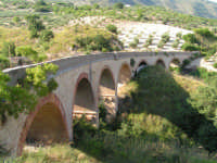La Ex Linea Ferroviaria Burgio - San Carlo - Castelvetrano: Viadotto dell'ex sede ferroviaria nei pressi di San Carlo  - San carlo di chiusa sclafani (2620 clic)