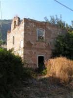 La Ex Linea Ferroviaria Burgio - San Carlo - Castelvetrano: Ex casello ferroviario nei pressi di San Carlo  - San carlo di chiusa sclafani (2695 clic)