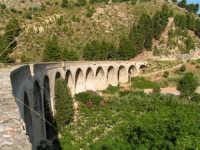La Ex Linea Ferroviaria Burgio - San Carlo - Castelvetrano: Viadotto dell'ex sede ferroviaria nei pressi di San Carlo  - San carlo di chiusa sclafani (2388 clic)