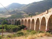 La Ex Linea Ferroviaria Burgio - San Carlo - Castelvetrano: Viadotto sul fiume Sosio nei pressi di San Carlo  - San carlo di chiusa sclafani (1930 clic)