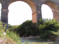 La Ex Linea Ferroviaria Burgio - San Carlo - Castelvetrano: Viadotto sul fiume Sosio nei pressi di San Carlo  - San carlo di chiusa sclafani (1972 clic)