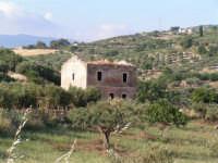 La Ex Linea Ferroviaria Burgio - San Carlo - Castelvetrano: Ex casello ferroviario nei pressi di San Carlo  - San carlo di chiusa sclafani (2426 clic)