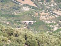 La Ex Linea Ferroviaria Burgio - San Carlo - Castelvetrano: Ex sede ferroviaria oggi adibita a viabilita rurale nei pressi della contrada San Giacomo  - San carlo di chiusa sclafani (2074 clic)