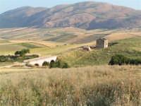 La Ex Linea Ferroviaria Burgio - San Carlo - Castelvetrano: Ex sede ferroviaria oggi adibita a viabilita rurale nei pressi della contrada San Giacomo  - San carlo di chiusa sclafani (3961 clic)