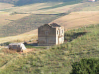 La Ex Linea Ferroviaria Burgio - San Carlo - Castelvetrano: Ex Casello Ferroviario  - San carlo di chiusa sclafani (5530 clic)