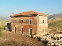 La Ex Linea Ferroviaria Burgio - San Carlo - Castelvetrano: Ex Fermata San Giacomo  - San carlo di chiusa sclafani (4697 clic)
