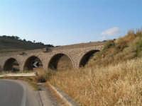 La Ex Linea Ferroviaria Burgio - San Carlo - Castelvetrano: Ex viadotto nei pressi di Sambuca di Sicilia  - San carlo di chiusa sclafani (3291 clic)