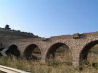 La Ex Linea Ferroviaria Burgio - San Carlo - Castelvetrano: Ex viadotto nei pressi di Sambuca di Sicilia  - San carlo di chiusa sclafani (3133 clic)