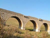 La Ex Linea Ferroviaria Burgio - San Carlo - Castelvetrano: Ex viadotto nei pressi di Sambuca di Sicilia  - San carlo di chiusa sclafani (3193 clic)