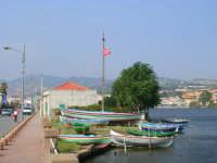 La barca più grande serve a trasportare il Santo Patrono del paese, San Nicola, attraverso il lago partendo da questo punto per poi dirigersi al luogo antistante la Chiesa.  - Ganzirri (7575 clic)