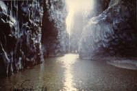 Le gole sono una meravigliosa realtà ai piedi dell'Etna e sono frequentate ogni giorno da innumerevoli turisti!   - Alcantara (17262 clic)