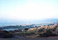 Il paese di Ganzirri si affaccia con l sue spiagge sullo Stretto di Messina e all'interno sul lago omonimo dove un tempo mitilicoltori esperti con le loro cure producevano vongole, cozze ed una particolare arsella denominata fimminedda (per i profani della lingua: femminella) molto piccola e gustosa!   - Ganzirri (6756 clic)
