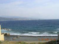 Lo scirocco flagella le coste depositando sulle spiagge oggetti di ogni tipo!  - Ganzirri (6526 clic)