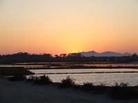Veduta delle saline con isole Egadi sullo sfondo.  - Marsala (1959 clic)