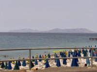 Lido calavà con sdraio e ombrelloni.  - Gioiosa marea (8755 clic)