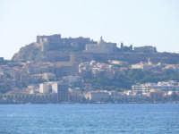 Il castello domina la città  - Milazzo (7443 clic)